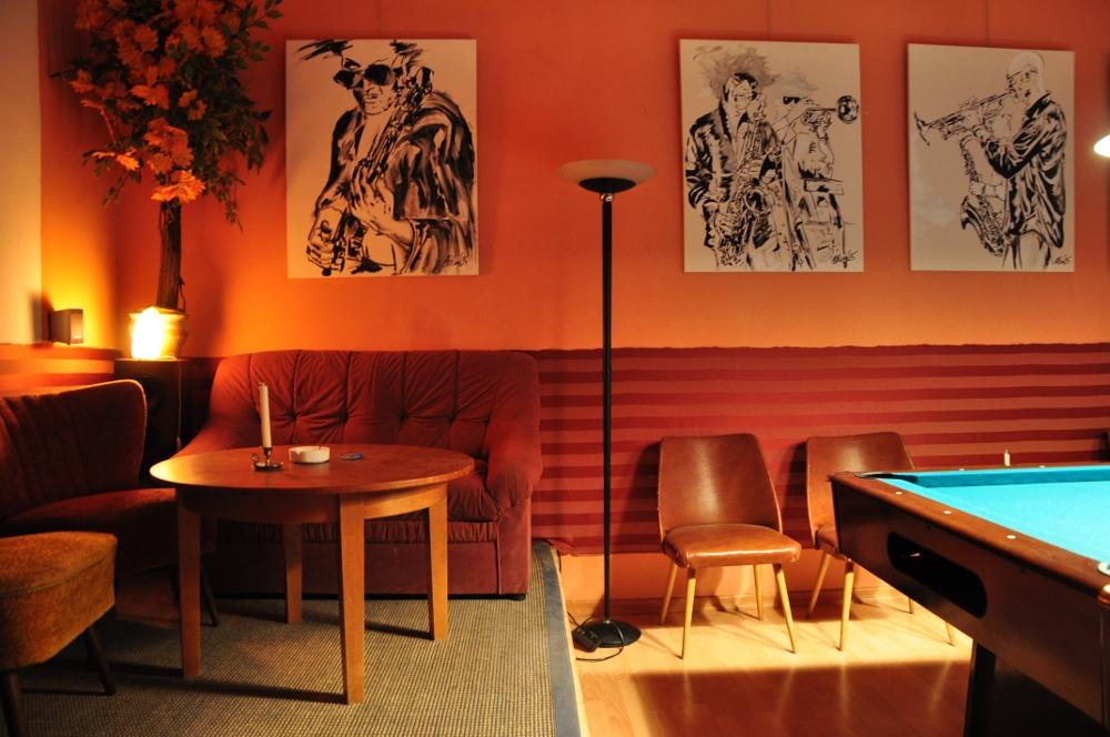 Sofa Tisch Stühle Billard Bilder
